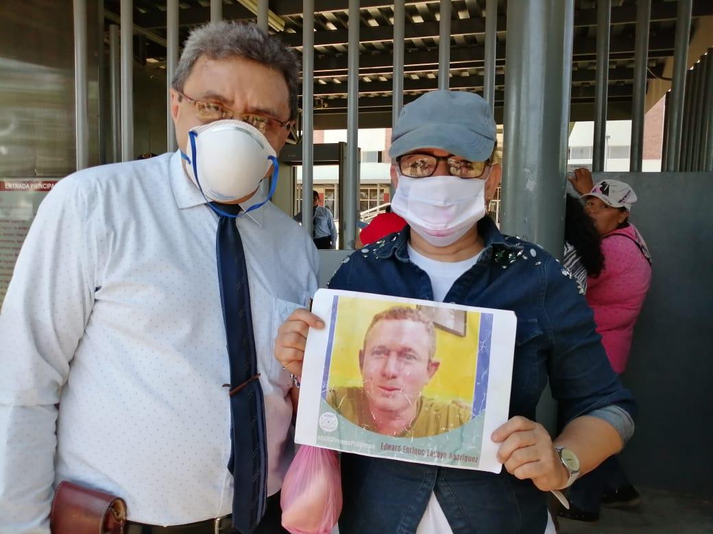 Abogado Julio Montenegro junto a Karen Lacayo, hermana del preso político Edward Lacayo. Foto: Noel Miranda/Artículo 66