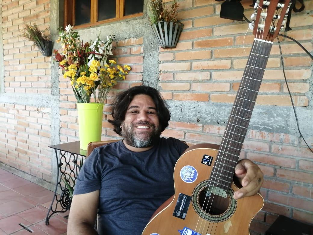 Mario René Ruiz, de 43 años, es un cantautor nicaragüense, originario del municipio de Diriá, Granada, integrante de los grupos musicales Milly Majuc y Garcín. Foto: Artículo 66 / Noel Miranda
