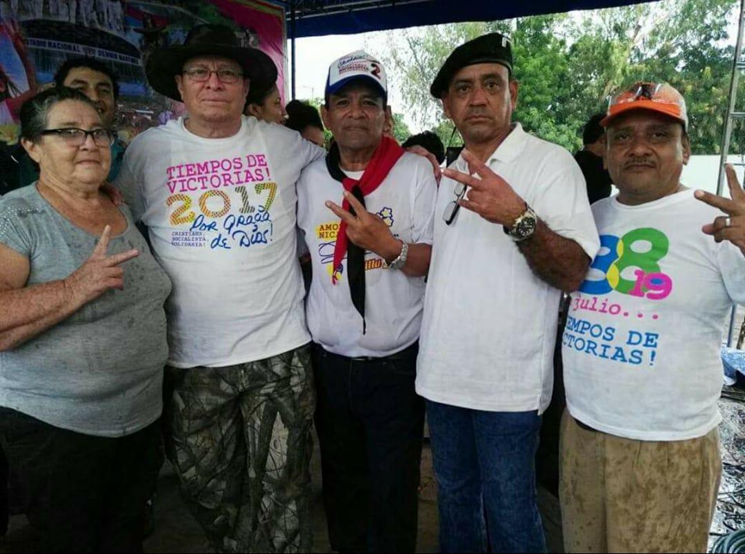 Segundo de izquierda a derecha, el expolicía Carlos Malespín como parte de los grupos del FSLN.