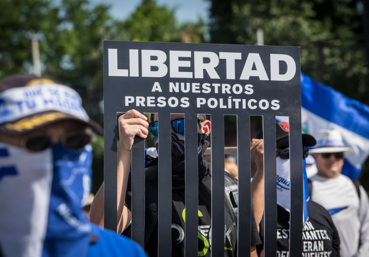 La dictadura de Daniel Ortega mantiene a más de 70 presos políticos por protestar. Foto: La Prensa.