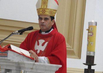 Monseñor Rolando Álvarez denuncia que en Nicaragua «tumbas y tumbas se abren» mientras el régimen promueve el contagio