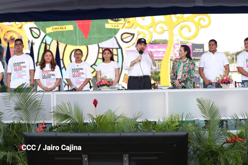 Daniel Ortega junto a Rosario Murillo, en el acto del Día Nacional de las Madres. Foto: Medios Oficialistas