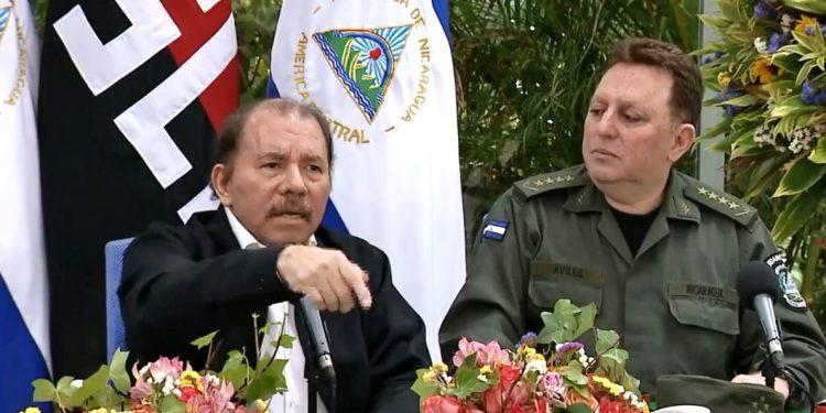 Presidente de NIcaragua, Daniel Ortega junto al jefe del Ejército de Nicaragua, Julio César Avilés. Foto: Cortesía