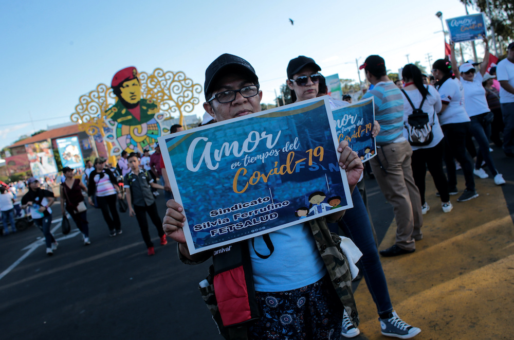 """Rosario Murillo movilizó a todos los trabajadores públicos a participar en la caminata """"Amor en tiempos de COVID-19"""". Foto: Medios Oficialistas"""