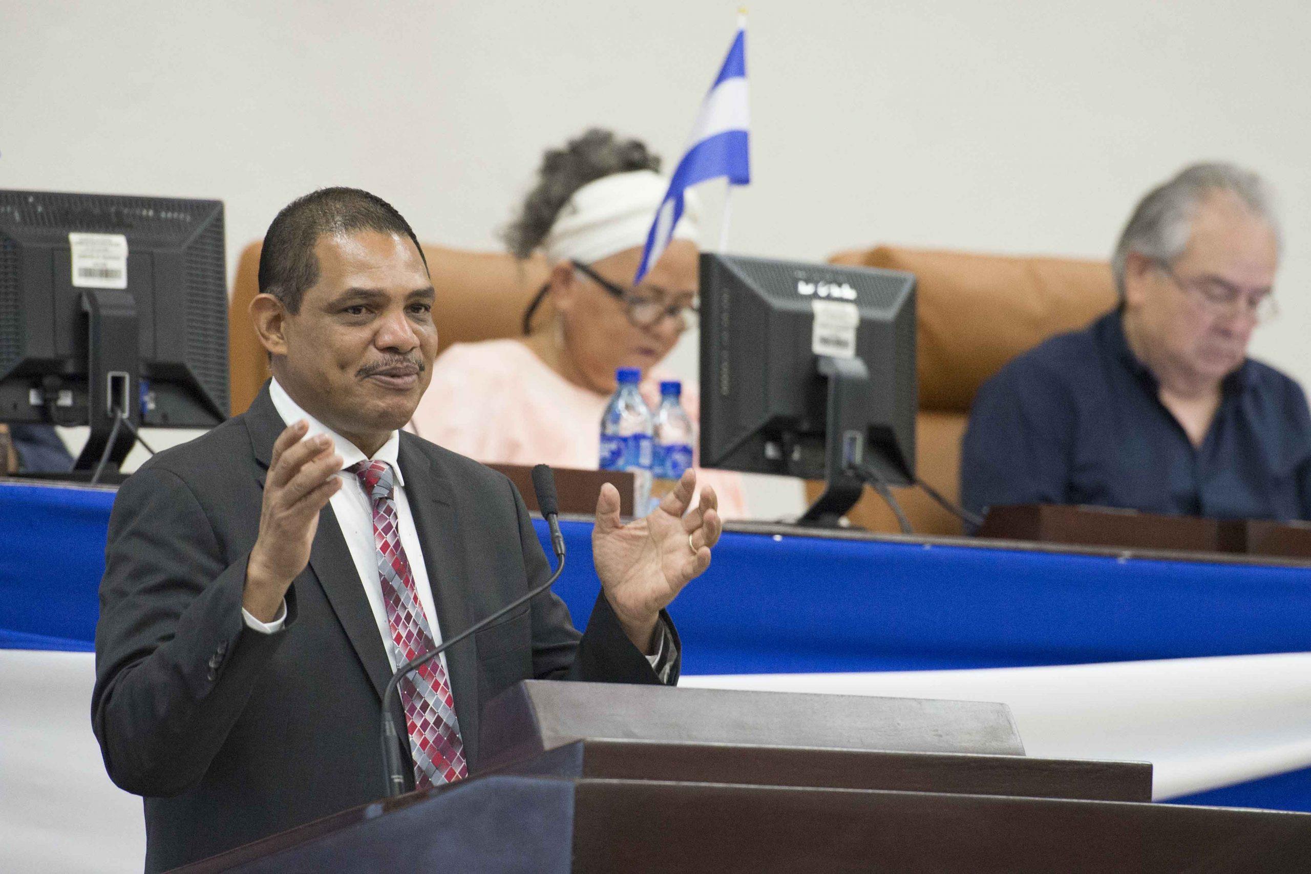 Ivan Acosta , ministro de Hacienda y Crédito Público. Foto: La Prensa
