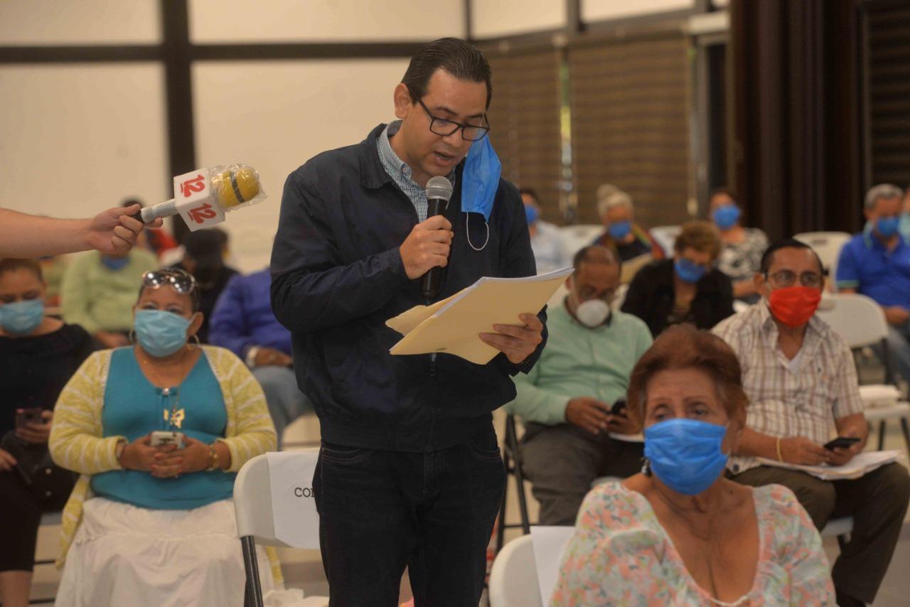 Concejal de CxL, Selin Figueroa durante la sesión ordinaria. Foto: Artículo 66 / Cortesía
