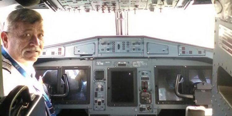 Piloto de La Costeña murió por COVID-19, dice su hijo, mientras transmite en vivo los funerales. Foto: Tomada de Facebook.