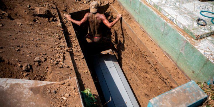 Reporte de Daniel Ortega: En los últimos 12 días hubo 18 muertos diario «por neumonía». Foto: Telemundo.