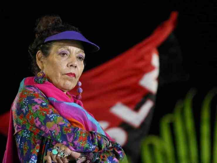 Rosario Murillo lanza a su ministra de Salud para que se queje por las sanciones impuestas contra su régimen