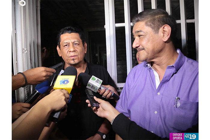 Sergio Mercado es uno de los protegidos del secretario general de la Asociación de Maestros (ANDEN), y diputado orteguista, José Antonio Zepeda. En la foto, ambos brindan declaraciones a medios oficialistas.