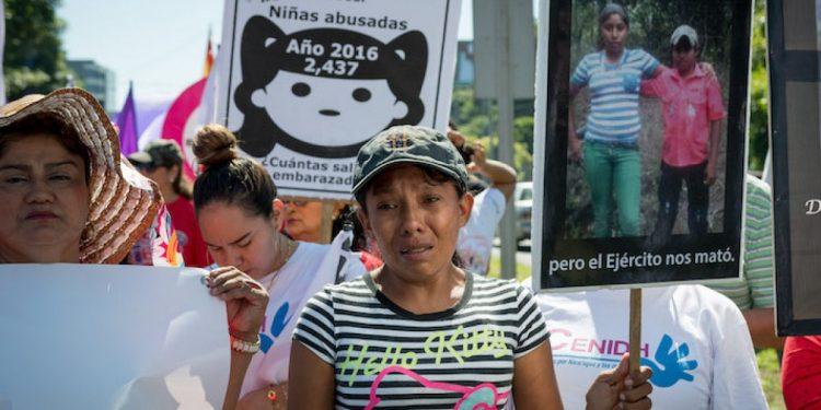 Avanza la campaña para construirle una casa a Elea Valle, la mujer que perdió a su familia en el 2017 a manos del Ejército