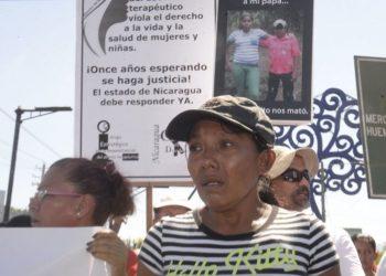 Elea Valle, la mujer que perdió a su familia en el 2017 a manos del Ejército, sigue siendo acosada por la dictadura. Foto: Cortesía