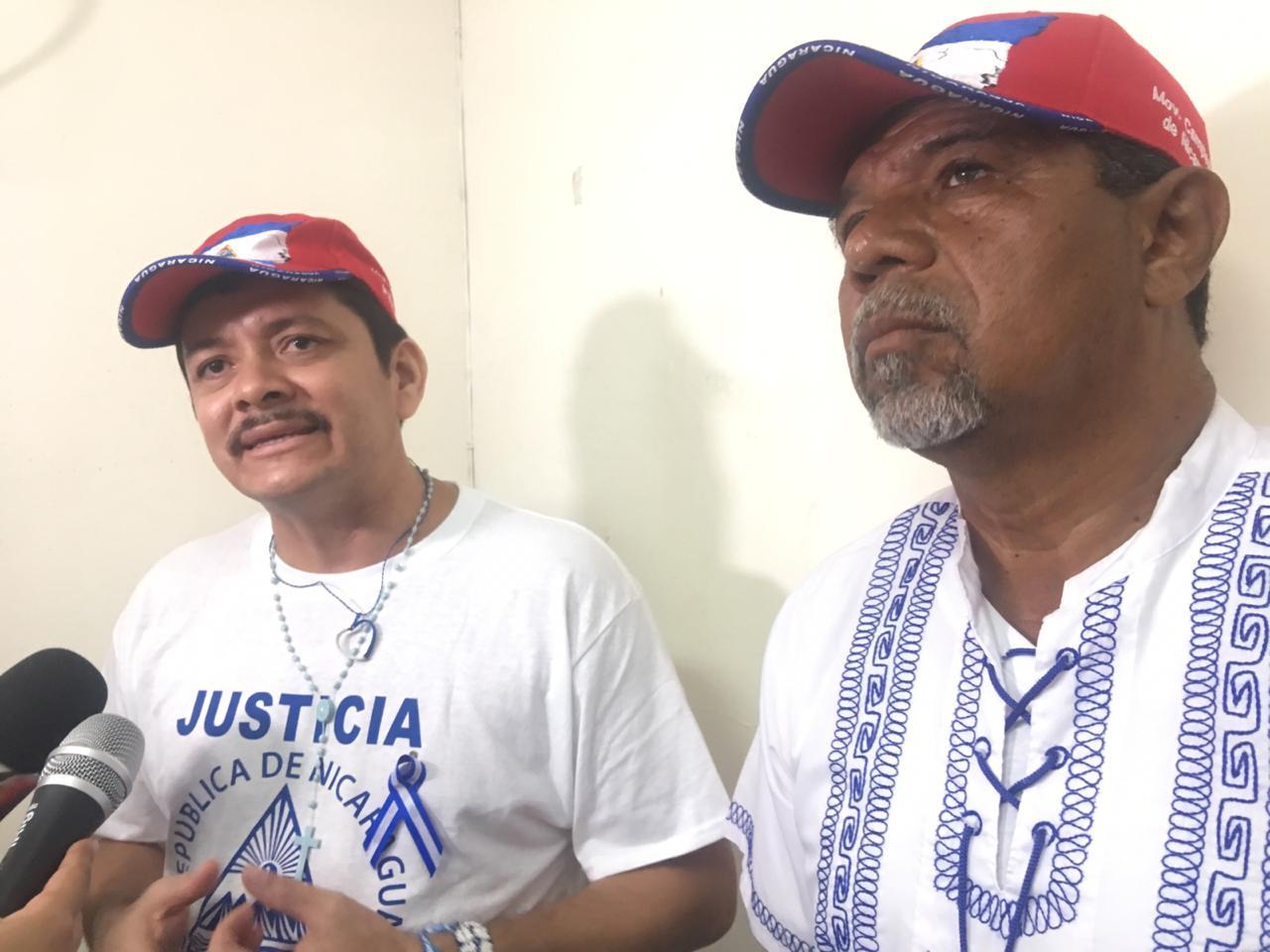 Medardo Mairena junto a Freddy Navas, ambos excarcelados políticos. Foto: Cortesía
