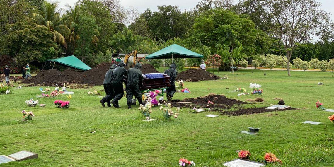 Así fue el entierro del destacado periodista, Gustavo Bermúdez. Foto: