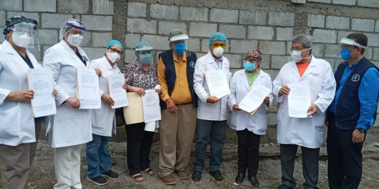 Médicos despedidos por el Minsa interponen demanda por reintegro laboral. Foto: Cortesía/CPDH