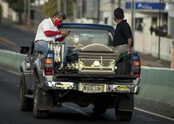 Observatorio Ciudadano registra casi 1,400 muertes sospechosas por COVID-19. Foto: EFE / Jorge Torres