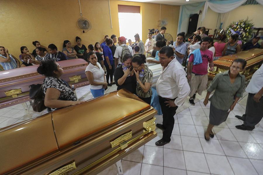 Honras fúnebres de la familia que falleció calcinada el 16 de junio de 2018. Foto: END