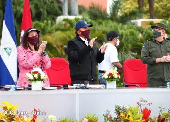 La pareja de dictadores junto al sancionado jefe del Ejército de Nicaragua, general Julio César Avilés