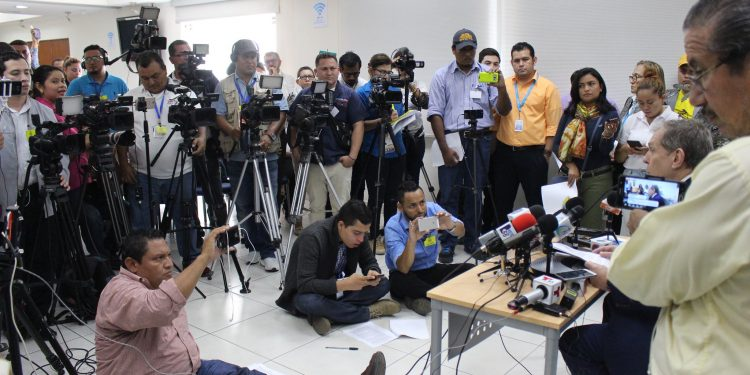 Dictadura orteguista apuesta a las amenazas para callar a los periodistas que denuncian su negligencia frente al COVID-19. Foto: Artículo 66