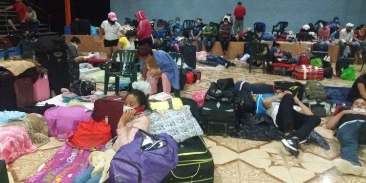 Nicaragüenses procedentes de Panamá están hacinados en albergues mientras el régimen va de pizca en pizca dejándolos retornar. Foto: Cortesía