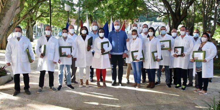 Se retiran de Nicaragua médicos cubanos que prometieron la cura contra el COVID-19. Foto: Presidencia de Cuba