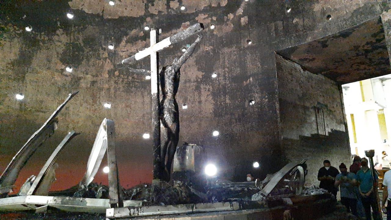 Arrojan bomba molotov a Catedral de Managua; dañan imagen venerada
