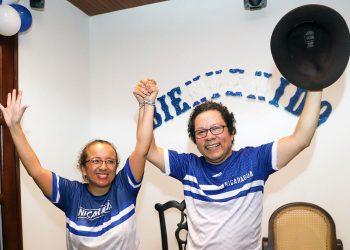 Lucía Pineda y Miguel Mora, periodistas nicaragüenses y excarcelados políticos. Foto: AFP