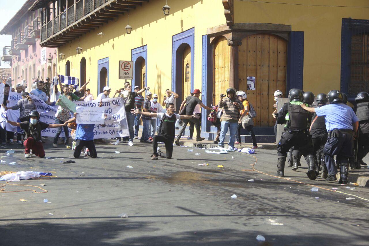 Las principales represión en contra de los leoneses ha sido dirigida por el comisionado orteguista Fidel Domínguez.