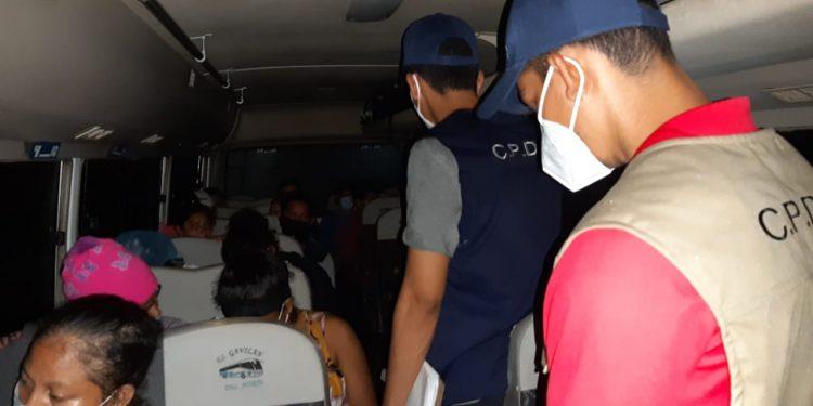 Más de 80 nicaragüenses logran ingresar al país después de estar varados en Panamá. Foto: Cortesía/CPDH