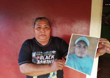 Familiar de Uriel Pérez, abogando por la libertad del reo político. Foto: Noel Pérez/Artículo 66