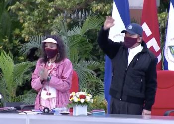 Daniel Ortega reaparece después de 39 días usando mascarilla