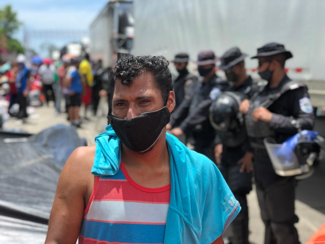 Nicas permanecen varados y bajo asedio policial. Foto: Cortesía