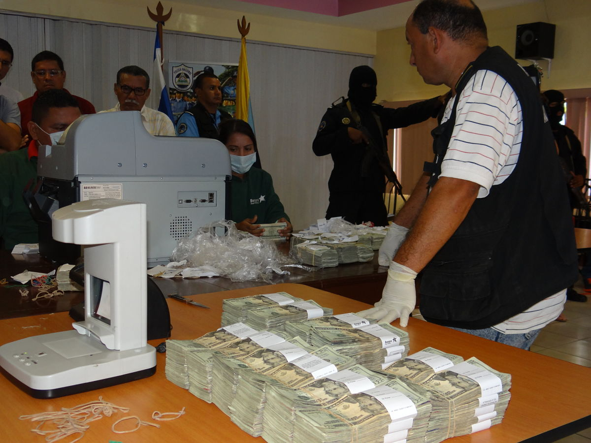 """Los dólares del narco han caído en Nicaragua como """"maná del cielo"""" pero en los """"quiebres"""" a penas capturan a conductores y cuidadores de fincas. Foto: Wilih Narváez."""
