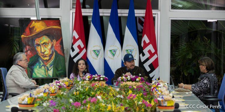 Califican de «inmoral y ridículo» el nuevo invento de la dictadura de Nicaragua de «condecorar» al personal de Salud