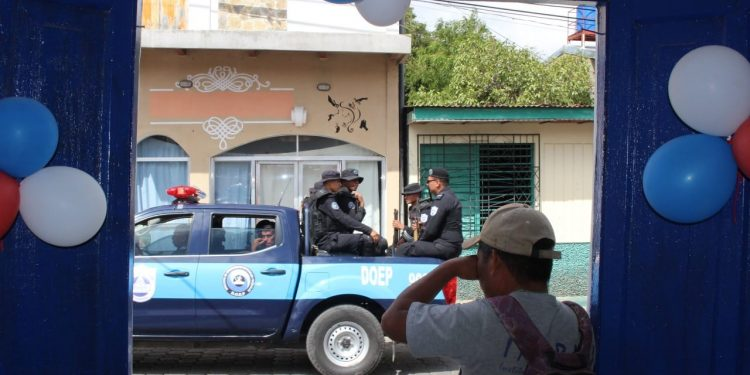 Más acoso y allanamientos policiales ilegales contra la familia Alonso, opositora de León. Foto ilustrativa, de asedio a CxL.