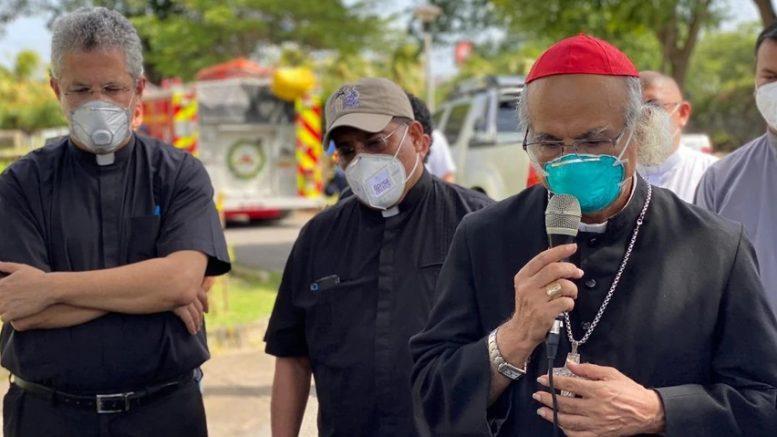 """El cardenal Leopoldo Brenes calificó el bombazo como """"un ataque terrorista planificado"""" y contradijo a Rosario Murillo, quien aseguró que el incendio fue provocado por veladoras."""