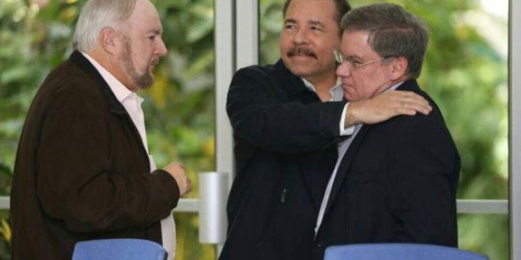El dictador Daniel-Ortega, el empresario nicaragüense Carlos Pellas y el expresidente del Cosep, José Adán Aguerri
