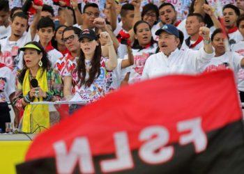 Daniel Ortega junto a Rosario Murillo y dos de sus hijos. Foto: AFP