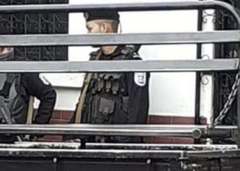 Asedio a casa de familiares del exreo político Byron Corea. Foto: Cortesía