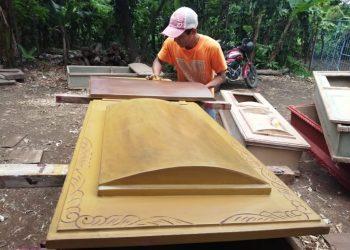 Fabricantes de ataúdes temen «no dar abasto» ante posible rebrote del COVID-19. Foto: N. Miranda / Artículo 66