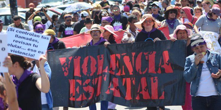 Mujeres contra la Violencia denuncian que cadena perpetua no resolverá el incremento de femicidios. Foto: Artículo 66.