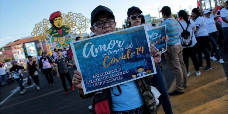 Rosario Murillo sirve a los nicaragüenses «en bandeja de fiestas» para contagio del COVID 19