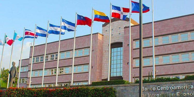 BCIE desembolsa nueve millones de dólares para mipymes de Nicaragua, pero los pone en la banca privada