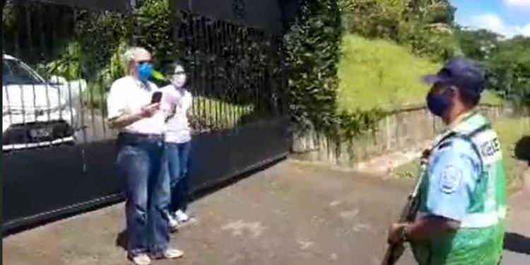 Dictadura impone cerco policial en la casa de Don Lolo Blandino, consuegro de Ortega. Foto: Boletín Ecológico