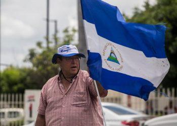 Policía impide salir de su casa al exreo político Ricardo Baltodano. Foto: Tomada de Internet.
