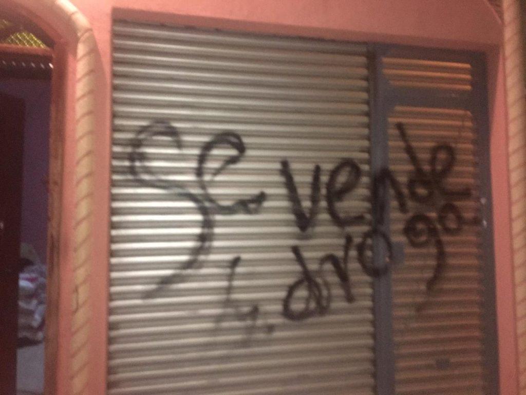 Fanáticos de la dictadura de Ortega pintan casa de una familia opositora en Matagalpa. Foto: Cortesía.