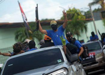 Paramilitares celebrando la represión que ejecutaron en Monimbó, Masaya. Foto: AFP