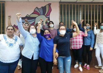 «Yo soy Sandra Ramos. Aquí vengo a dar la cara. No tengo miedo», dijo la activista ante el asedio policial. Foto: Noel Miranda| Artículo 66.