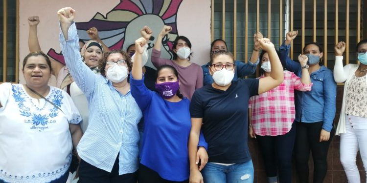 «Yo soy Sandra Ramos. Aquí vengo a dar la cara. No tengo miedo», dijo la activista ante el asedio policial. Foto: Noel Miranda  Artículo 66.