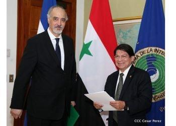 El canciller orteguista, Denis Moncada, junto al embajador de Siria Bashar Ja Afari. Foto: C. Pérez/El 19 Digital